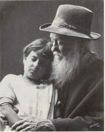 """Retrato de anciano y niña"""" (1921), de las inolvidables fotos de"""